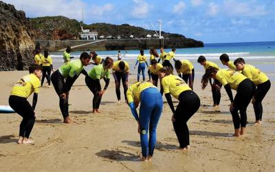 ¿Qué es un surfcamp o campamento de surf?